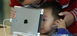 child addicted to iPad